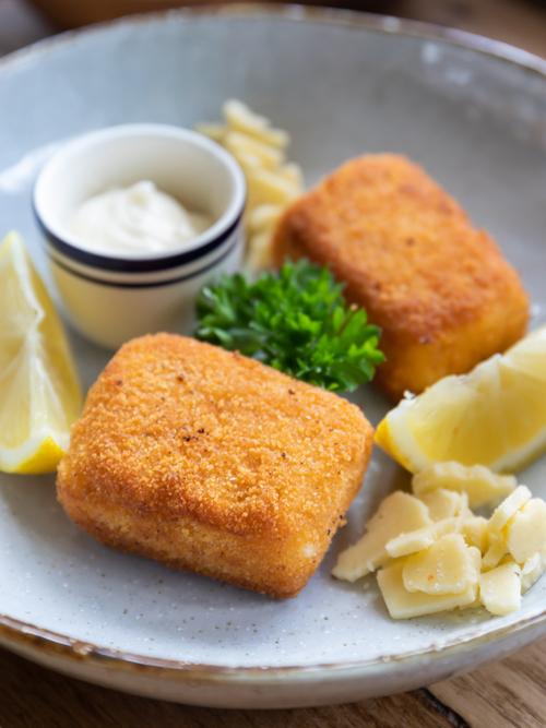 Cheese croquettes / breaded cheese bites (kaaskroket)